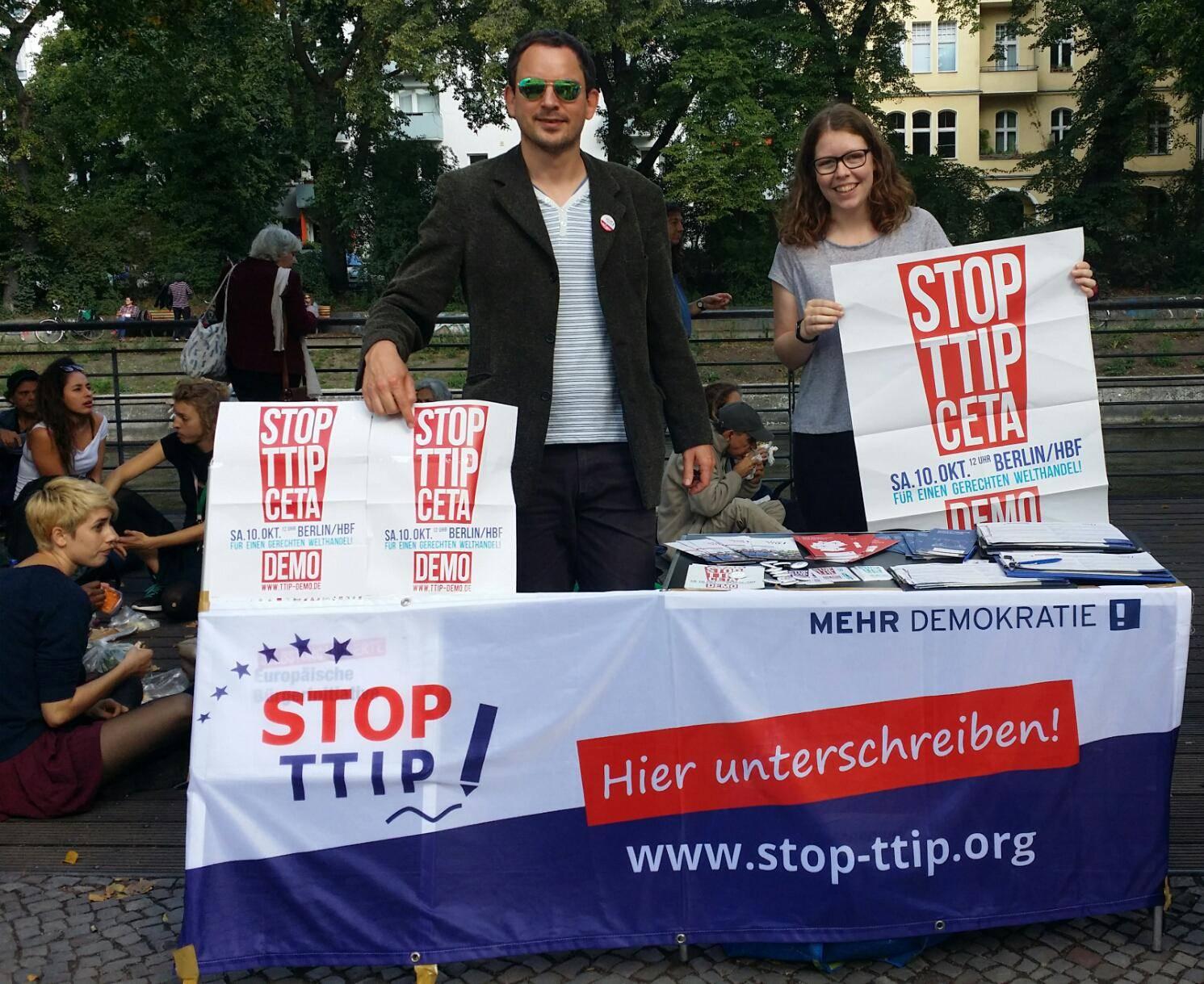 StopTTIP-Aktion am Maybachufer